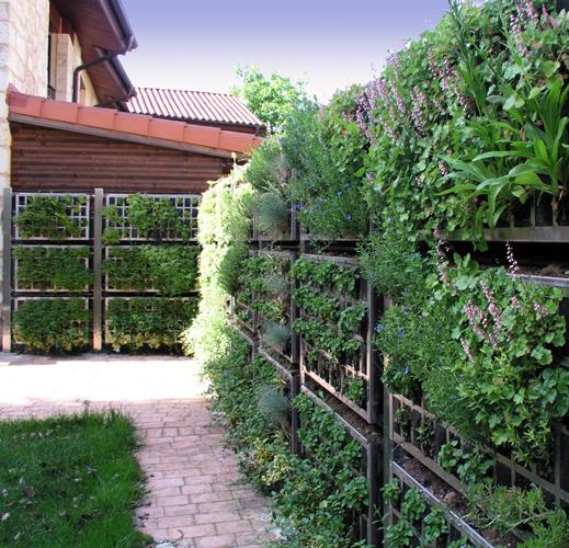 De la fachada al vallado vegetal en un solo paso for Cerramientos de jardines fotos