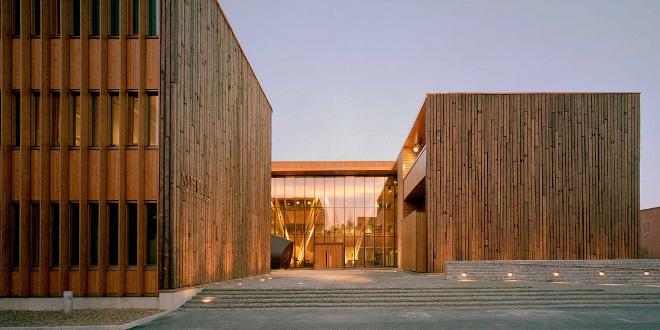 Metla house una verdadera casa de la madera ecoesm s - Paneles madera exterior ...